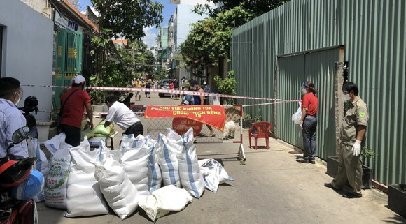 'ATM gạo Chữ thập đỏ' đến với người dân quận Bình Tân ảnh 4