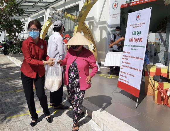 'ATM gạo Chữ thập đỏ' đến với người dân quận Bình Tân ảnh 2