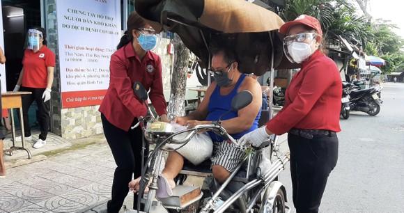 'ATM gạo Chữ thập đỏ' đến với người dân quận Bình Tân ảnh 3