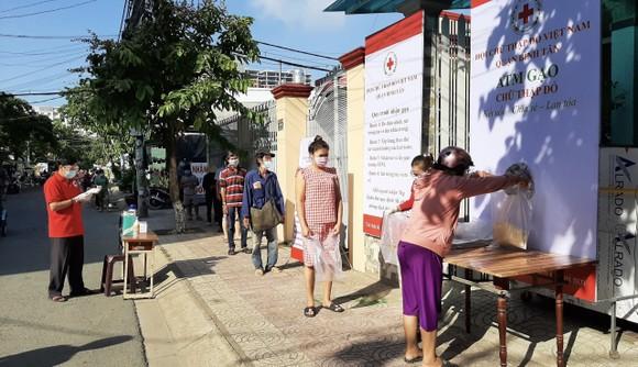 'ATM gạo Chữ thập đỏ' đến với người dân quận Bình Tân ảnh 5