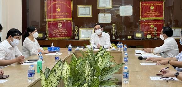 Bí thư Thành ủy TPHCM kiểm tra đột xuất việc phòng chống dịch Covid-19 ở chợ Bình Điền ảnh 1