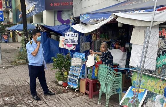 Quận Bình Tân phạt 52,5 triệu đồng các trường hợp không đeo khẩu trang, tụ tập nơi công cộng ảnh 4