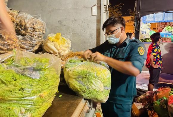 Chuyến xe yêu thương từ Lâm Đồng vào TPHCM chở 20 tấn rau củ ảnh 7