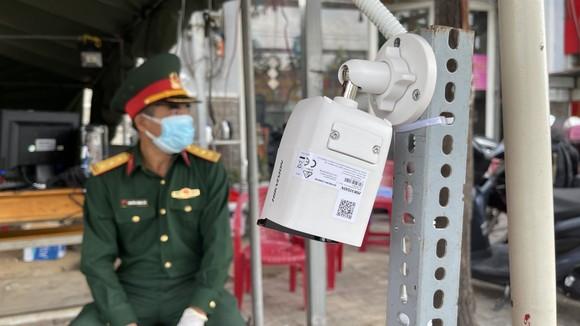 Hệ thống camera soi chiếu giấy tờ tại chốt kiểm soát dịch ảnh 4