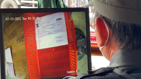 Hệ thống camera soi chiếu giấy tờ tại chốt kiểm soát dịch ảnh 2