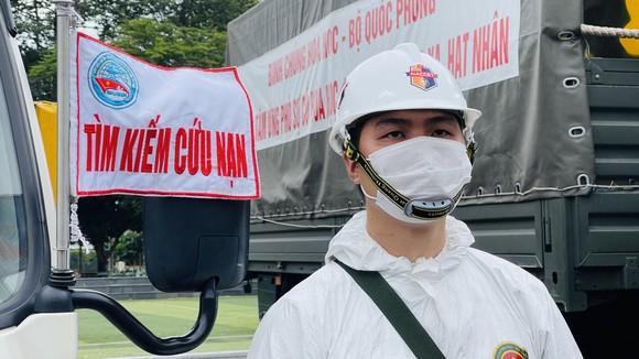Gần 2.000 cán bộ chiến sĩ tham gia phun thuốc khử khuẩn trên toàn TPHCM ảnh 8