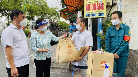 Chủ tịch HĐND TPHCM Nguyễn Thị Lệ: Các địa phương giãn cách triệt để, không để lây lan mới ảnh 5