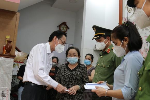 Lãnh đạo TPHCM chia buồn, động viên gia đình thượng úy công an hy sinh khi làm nhiệm vụ phòng, chống dịch Covid-19 ảnh 1
