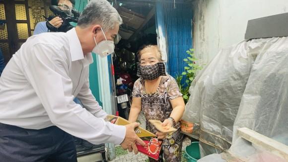 Phó Chủ tịch UBND TPHCM Ngô Minh Châu: TPHCM không để bà con thiếu ăn, thiếu mặc do dịch Covid-19 ảnh 3