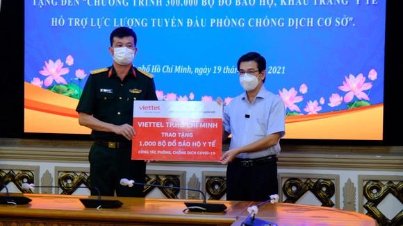 Chung tay góp sức cho chương trình 300.000 đồ bảo hộ, khẩu trang y tế của HĐND TPHCM ảnh 5