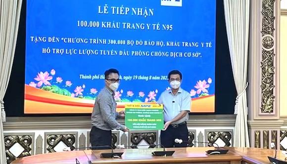 Chung tay góp sức cho chương trình 300.000 đồ bảo hộ, khẩu trang y tế của HĐND TPHCM ảnh 3