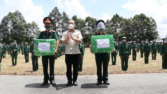 Bộ Tư lệnh TPHCM thành lập 310 tổ công tác xuất quân hỗ trợ cung cấp lương thực cho người dân ảnh 3