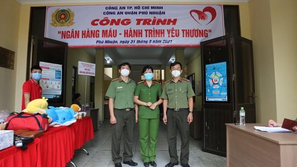 Công an quận Phú Nhuận hiến máu trong mùa dịch Covid-19 ảnh 1