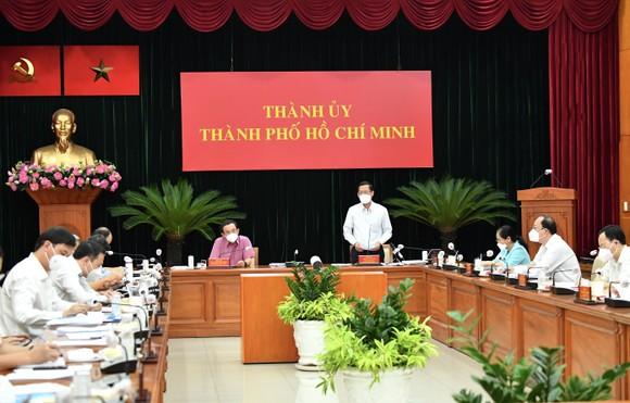 Chủ tịch UBND TPHCM Phan Văn Mãi: Nghiên cứu có 'thẻ xanh' vaccine để người dân đi lại ảnh 1