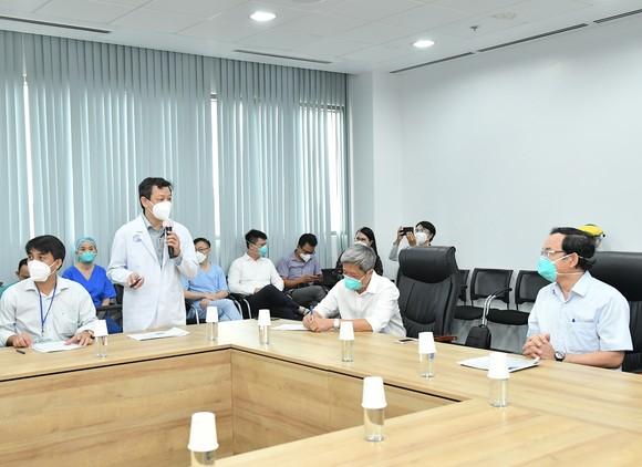 Bí thư Thành ủy TPHCM Nguyễn Văn Nên: Mũi tiến công quan trọng là Vaccine + Thuốc + Ý thức ảnh 3