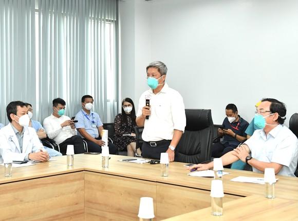 Bí thư Thành ủy TPHCM Nguyễn Văn Nên: Mũi tiến công quan trọng là Vaccine + Thuốc + Ý thức ảnh 2
