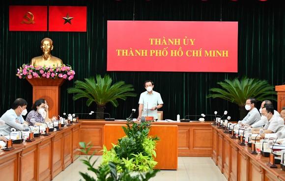 Ban Thường vụ Thành ủy TPHCM họp về kế hoạch, chiến lược phòng chống dịch và phục hồi kinh tế ảnh 1