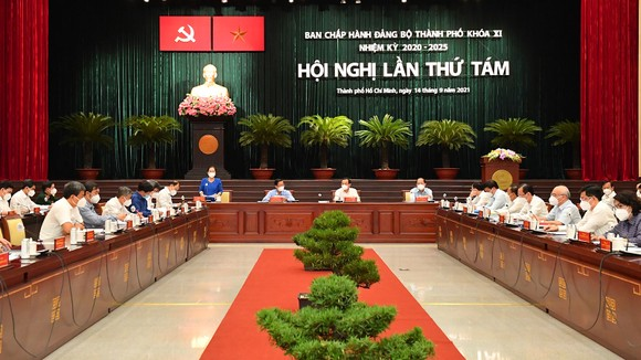 Hội nghị Thành ủy TPHCM lần 8: Bàn giải pháp chống dịch và khôi phục kinh tế ảnh 1