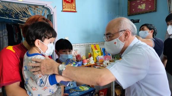 Huyện Bình Chánh chăm lo ăn học cho 141 trẻ em mồ côi đến 18 tuổi ảnh 2