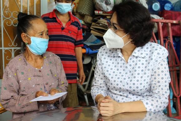 Chủ tịch Ủy ban MTTQ Việt Nam TPHCM thăm người cao tuổi, trẻ mồ côi ở huyện Bình Chánh ảnh 2