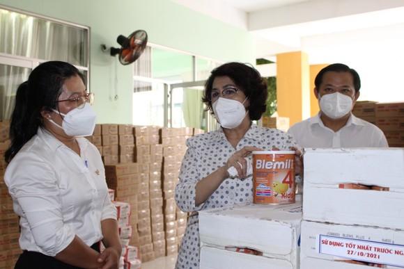 Chủ tịch Ủy ban MTTQ Việt Nam TPHCM thăm người cao tuổi, trẻ mồ côi ở huyện Bình Chánh ảnh 1