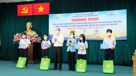Hội Nông dân TPHCM trao 654 suất học bổng Lương Định Của cho học sinh khó khăn ảnh 2