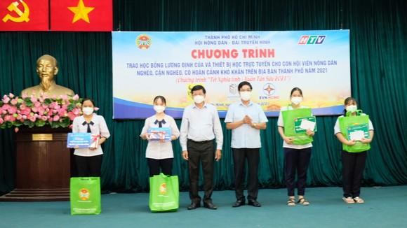 Hội Nông dân TPHCM trao 654 suất học bổng Lương Định Của cho học sinh khó khăn ảnh 4