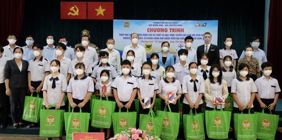 Hội Nông dân TPHCM trao 654 suất học bổng Lương Định Của cho học sinh khó khăn ảnh 1