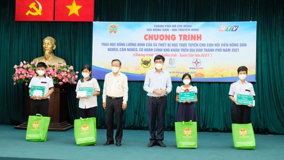 Hội Nông dân TPHCM trao 654 suất học bổng Lương Định Của cho học sinh khó khăn ảnh 3