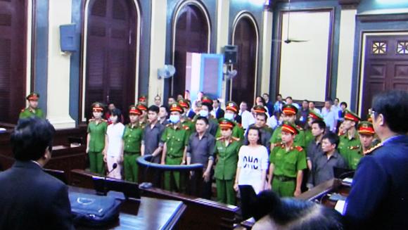 Băng nhóm định khủng bố sân bay Tân Sơn Nhất lãnh án từ 5 đến 16 năm tù ảnh 1