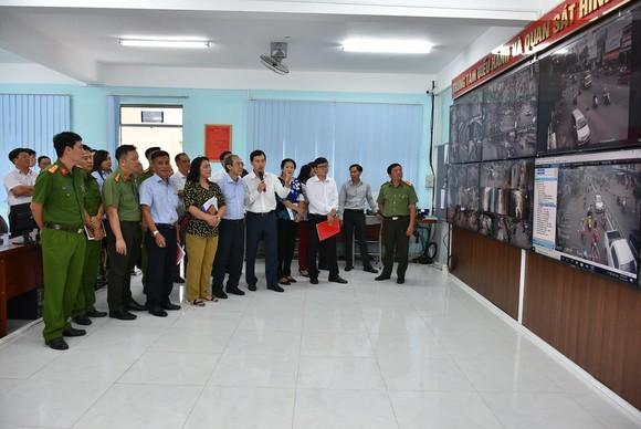 Quận 10 ra mắt Trung tâm điều hành và quan sát hình ảnh an ninh trật tự ảnh 1