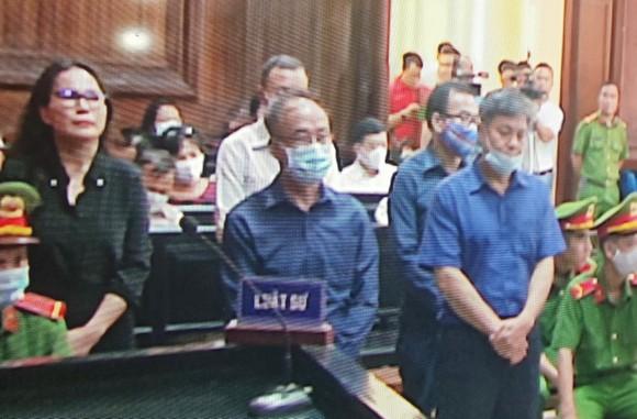 Hôm nay 16-9, nguyên Phó Chủ tịch UBND TPHCM Nguyễn Thành Tài ra tòa ảnh 2
