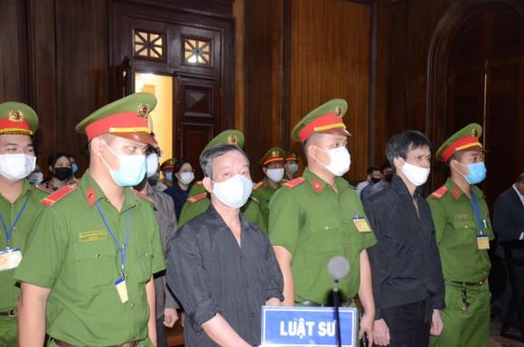 Tuyên truyền chống Nhà nước, Phạm Chí Dũng lãnh 15 năm tù ảnh 1