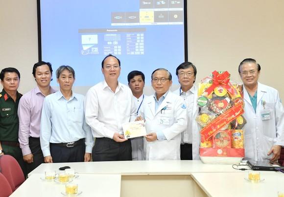Đồng chí Nguyễn Hồ Hải thăm, chúc Tết nhiều đơn vị, cá nhân ảnh 3