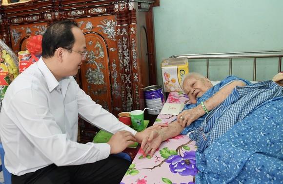 Đồng chí Nguyễn Hồ Hải thăm, chúc Tết nhiều đơn vị, cá nhân ảnh 4