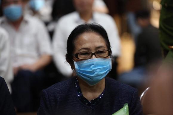 Bà Dương Thị Bạch Diệp la hét, chủ tọa cho tạm dừng phiên tòa  ảnh 1