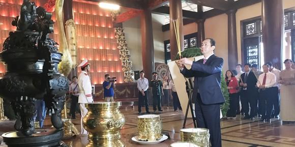 Chủ tịch nước Trần Đại Quang dâng hương tại Đền tưởng niệm liệt sĩ Bến Dược ảnh 2