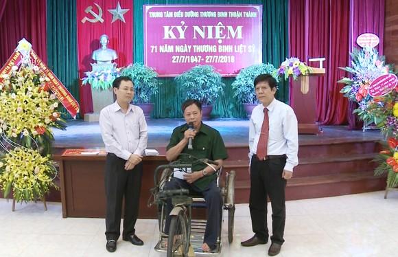 Chủ nhiệm Ủy ban Kiểm tra TPHCM thăm, tặng quà thương binh ở Bắc Ninh, Bắc Giang ảnh 1