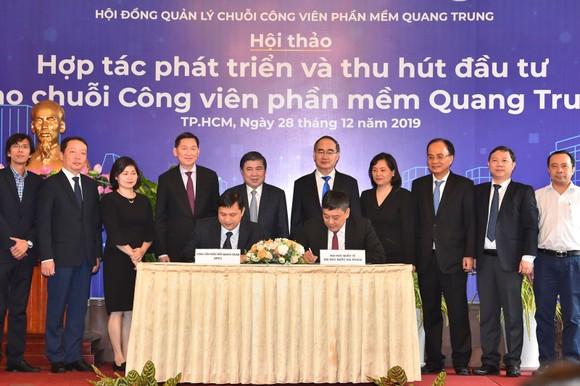 Bí thư Thành ủy TPHCM Nguyễn Thiện Nhân: Đưa công nghệ thông tin - truyền thông thành ngành chủ lực ảnh 2