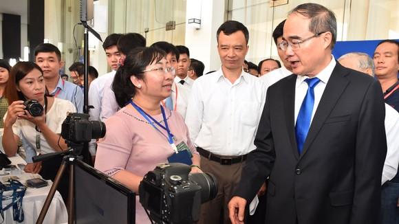 Bí thư Thành ủy TPHCM Nguyễn Thiện Nhân: Đưa công nghệ thông tin - truyền thông thành ngành chủ lực ảnh 3