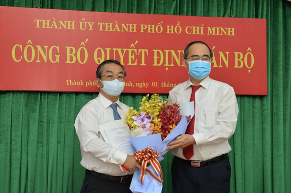 Bí thư Thành ủy TPHCM Nguyễn Thiện Nhân trao quyết định cán bộ tại quận 7 và Đảng ủy Khối ảnh 3