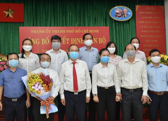 Bí thư Thành ủy TPHCM Nguyễn Thiện Nhân trao quyết định cán bộ tại quận 7 và Đảng ủy Khối ảnh 4