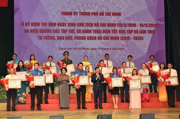 Bí thư Thành ủy TPHCM: Đoàn kết, sáng tạo, bản lĩnh xây dựng TPHCM xứng đáng là thành phố anh hùng ảnh 6