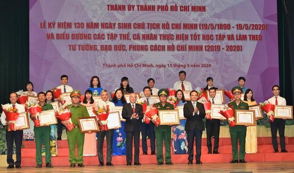 Bí thư Thành ủy TPHCM: Đoàn kết, sáng tạo, bản lĩnh xây dựng TPHCM xứng đáng là thành phố anh hùng ảnh 5