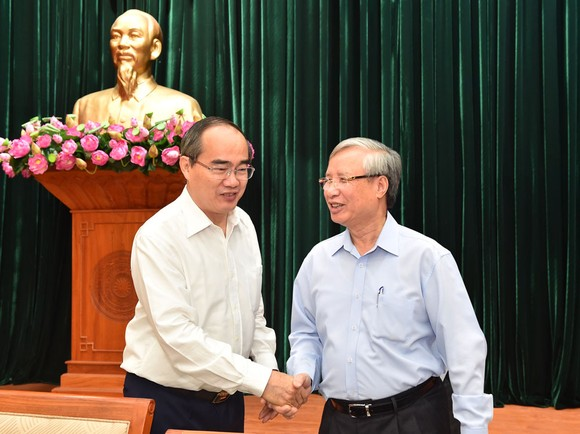 Thường trực Ban Bí thư làm việc với Thành ủy TPHCM về công tác tổ chức Đại hội Đảng ảnh 5