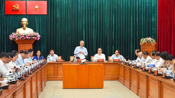 Thường trực Ban Bí thư làm việc với Thành ủy TPHCM về công tác tổ chức Đại hội Đảng ảnh 6