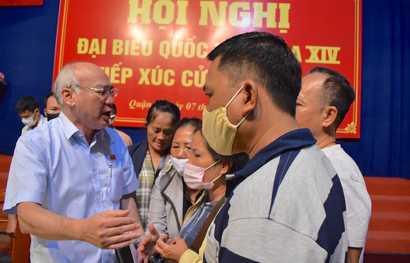 ĐB Phan Nguyễn Như Khuê trao đổi với cử tri quận 2 tại buổi tiếp xúc cử tri, ngày 7-10-2020. Ảnh: KIỀU PHONG