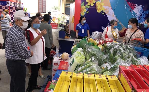 Tặng hơn 3.600 phiếu mua hàng tết cho gia đình chính sách, người nghèo ở quận 3 ảnh 3