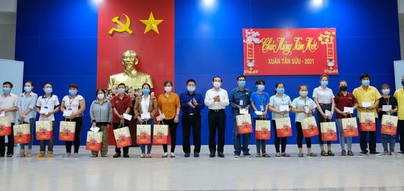 Bí thư Thành ủy TPHCM Nguyễn Văn Nên thăm, chúc tết người nghèo, lao động khó khăn ảnh 3