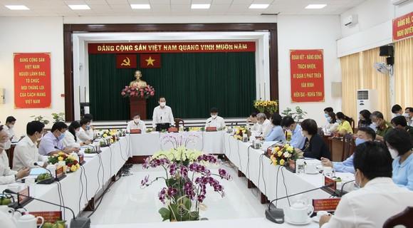 Bí thư Thành ủy TPHCM Nguyễn Văn Nên: Tôi không muốn chỉ sửa chữa tạm bợ chung cư cũ! ảnh 1